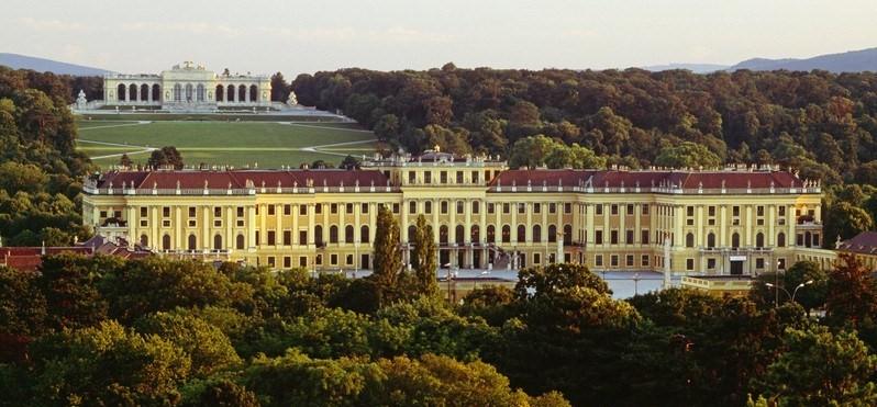 Bécs-csokigyár-Schönbrunn - július (1 nap) Irányár:15.900 Ft/fő
