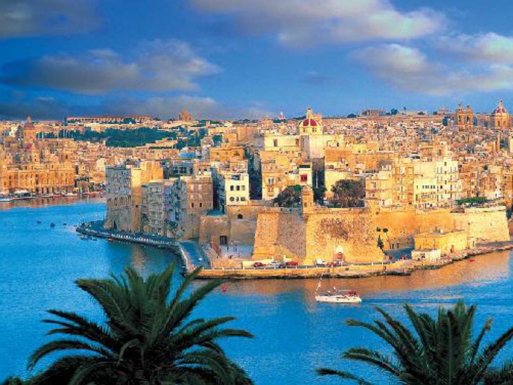 Málta repülővel